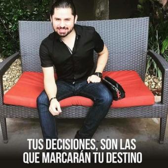 Larry Hernández sorprende con video en Instagram ¡haciendo del baño!