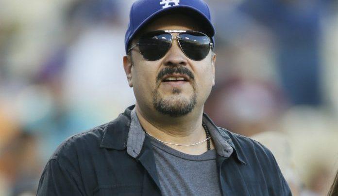 Pepe Aguilar deberá cumplir su apuesta ¡Desnudarse!