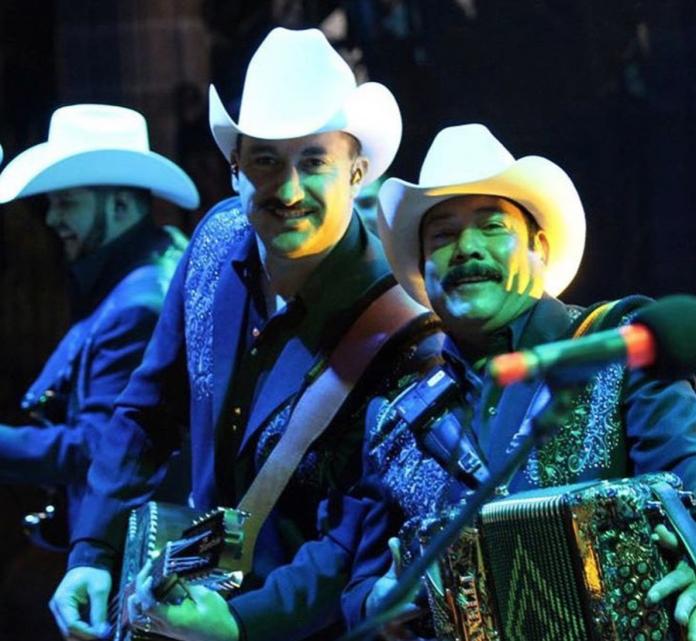 Los Cardenales de Nuevo León filman video de 'Sorpréndeme'